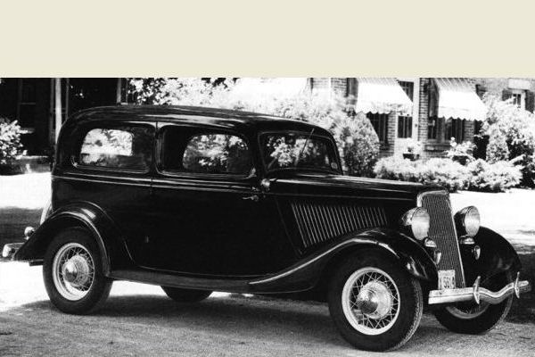 1934 Ford Tudor Deluxe sedan home
