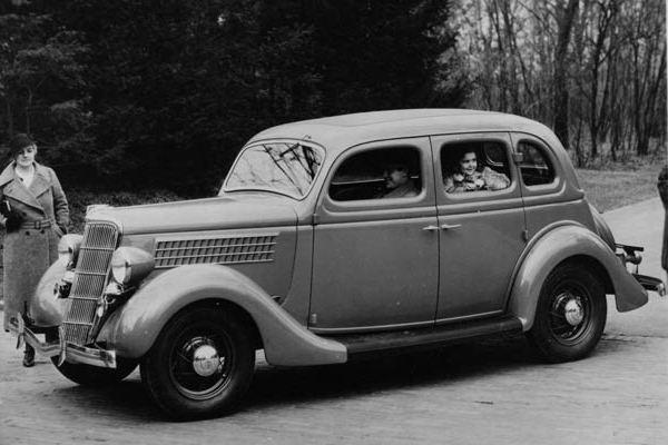 1935 Ford Fordor Deluxe Sedan