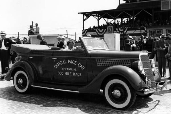1935 Ford Phaeton Indianapolis pace car with Amelia Airheart