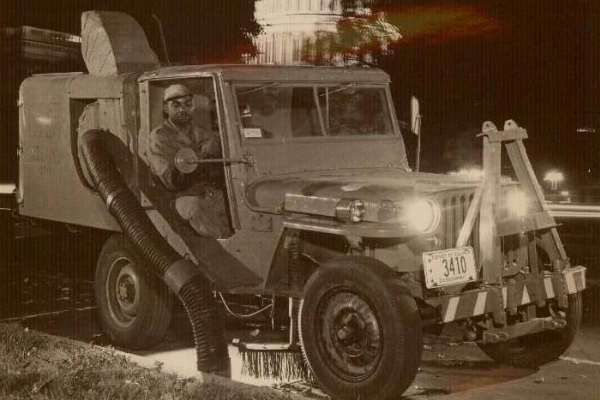 Jeep streetcleaner Capitol building