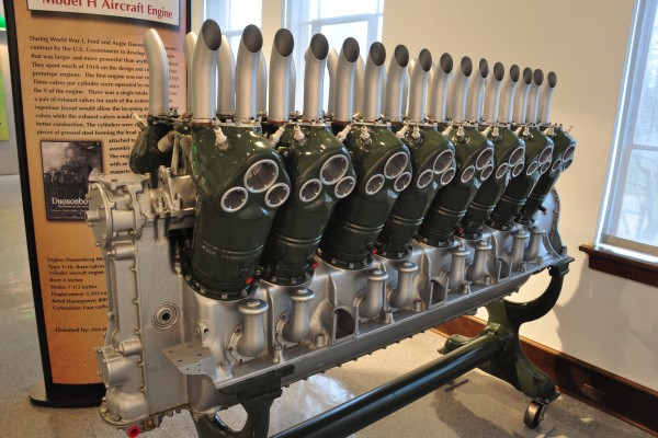 Duesenberg V16 aircraft engine