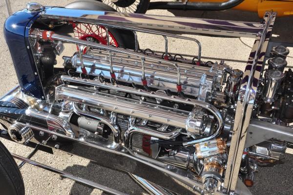 Miller construction engine