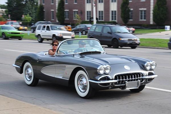 1961 Corvette gray-silver