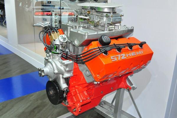 Mopar 572 CID Hemi crate engine