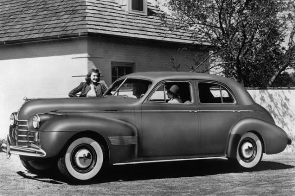 1940 Oldsmobile Custom 8 Cruiser Touring Sedan