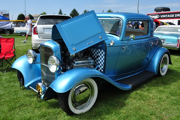 1932 Ford Deluxe Coupe blue