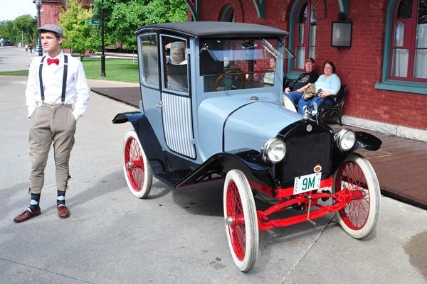 1914 Trumbull 2-passenger sedan