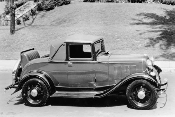 1932 Ford Sport Coupe hill