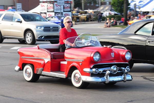 1954 Ford dwarf car