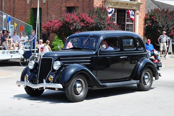 1936 Ford DeLuxe Tudor Sedan