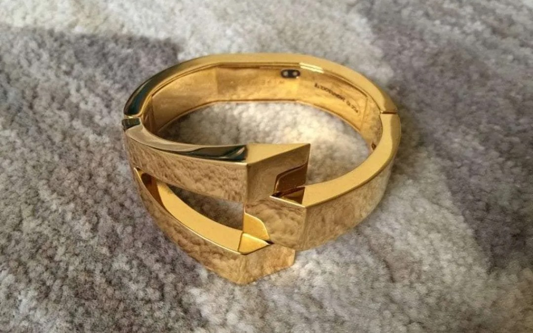 WiseWear Socialite REVIEW Smart jewelry that keeps you safe