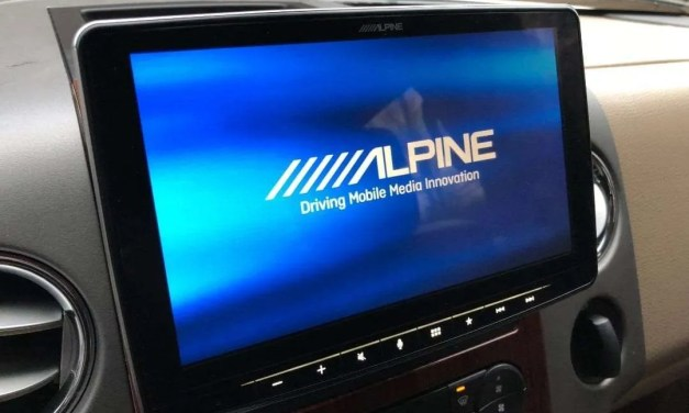 Alpine Halo9 iLX-F309 REVIEW Nine Inch Screen of Joy