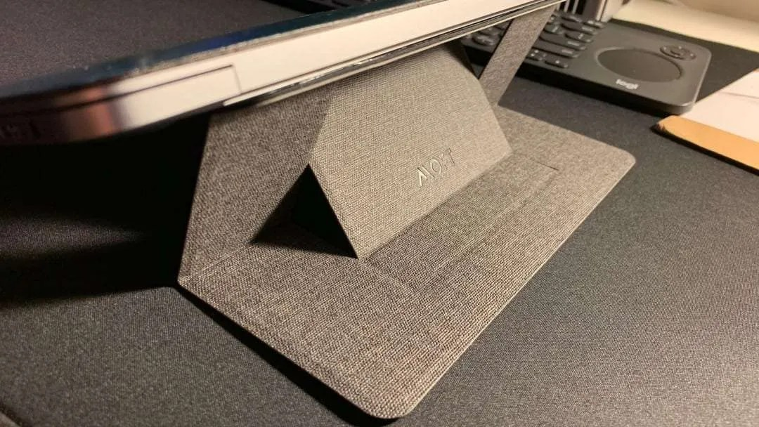 Moft Adhesive Foldable Laptop Stand REVIEW