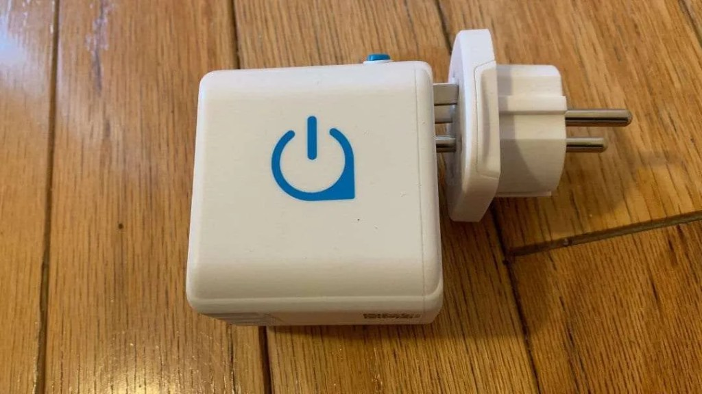Oneadaptr OneWorld Universal Travel Adapter  REVIEW