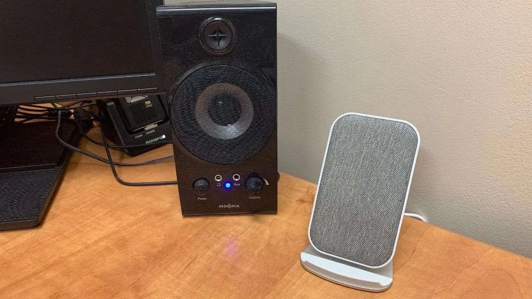 Desktop Wireless Rapid Charger REVIEW Up to 10W of Wireless Power