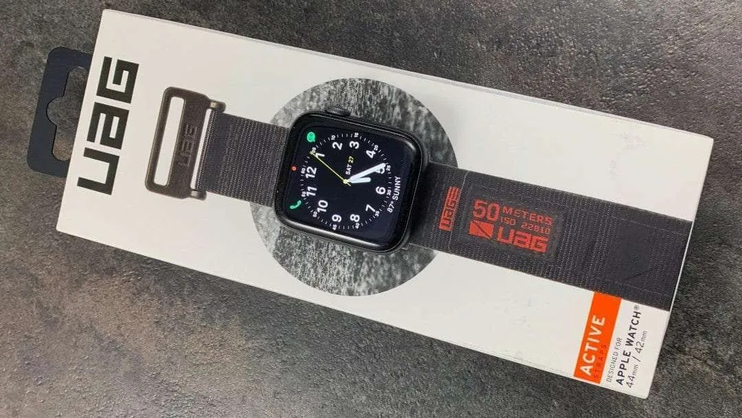 UAG Active Strap for Apple Watch 44mm REVIEW Comfortable Hook and Loop Straps