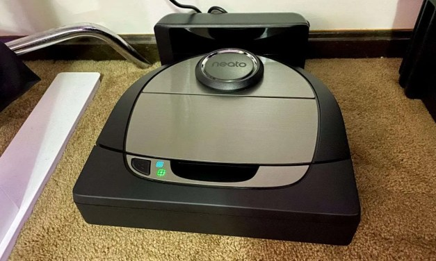 Neato D7 Intelligent Robot Vacuum With Siri Shortcut REVIEW