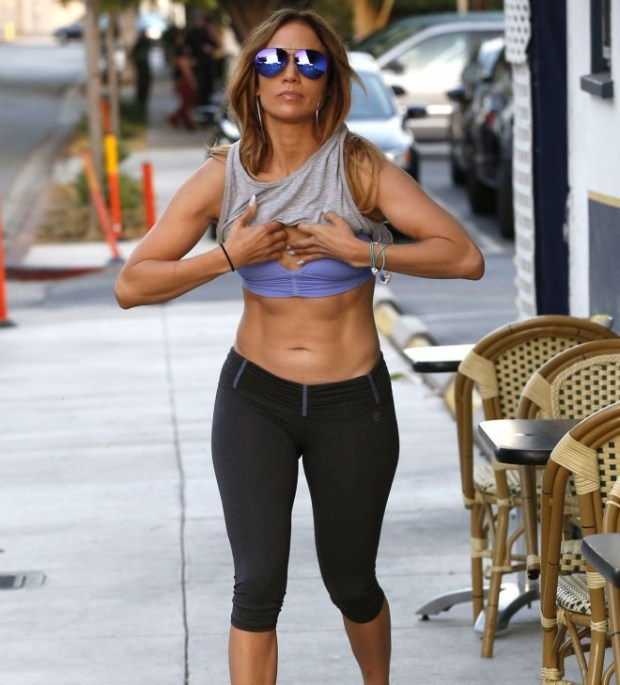 PAY-Jennifer-Lopez-showing-off-her-toned-abs