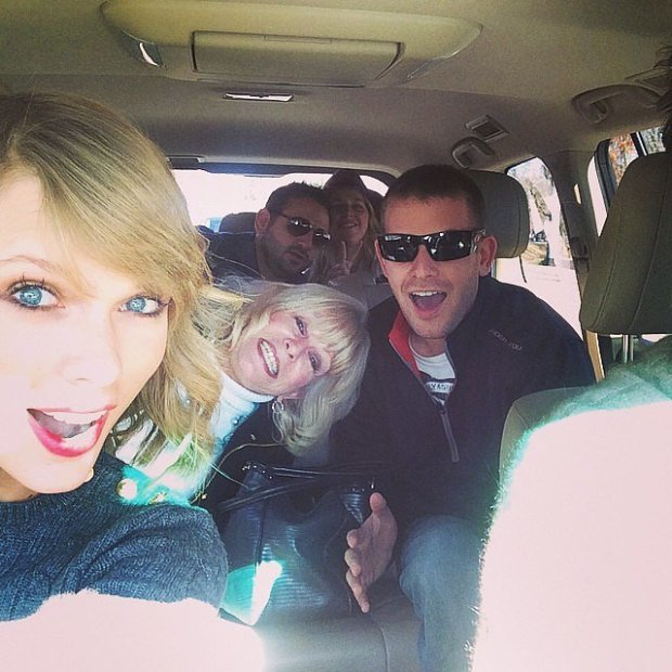 Taylor-Swift-rode-carful-cousins