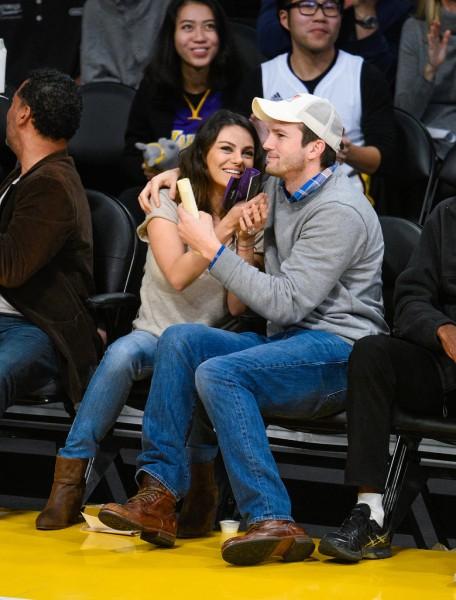 Mila-Kunis-Ashton-Kutcher-Lakers-Game-Dec-201434
