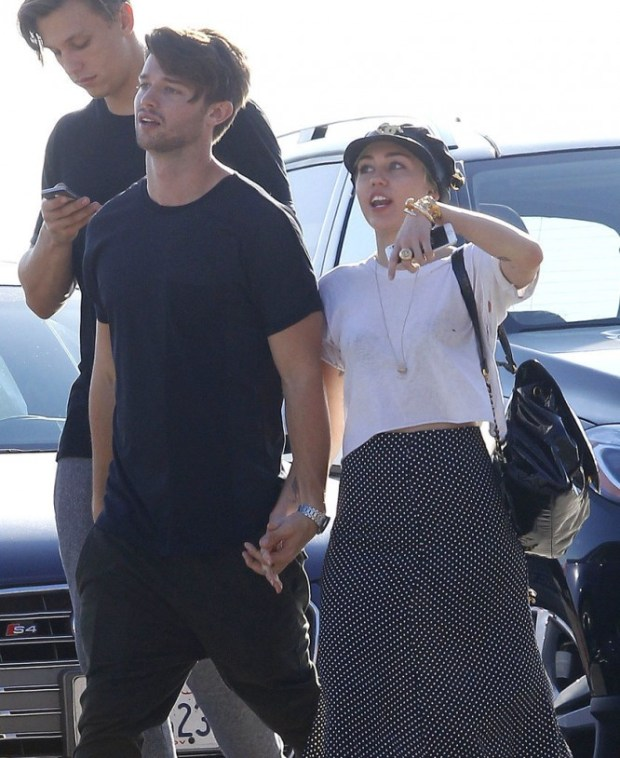 Miley-Cyrus-Patrick-Schwarzenegger-Show-PDA-Pictures-2