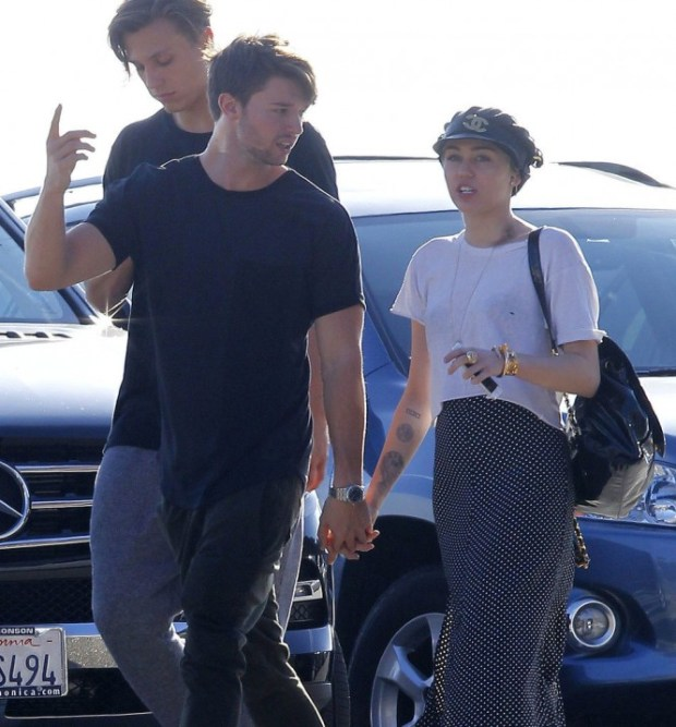 Miley-Cyrus-Patrick-Schwarzenegger-Show-PDA-Pictures-4
