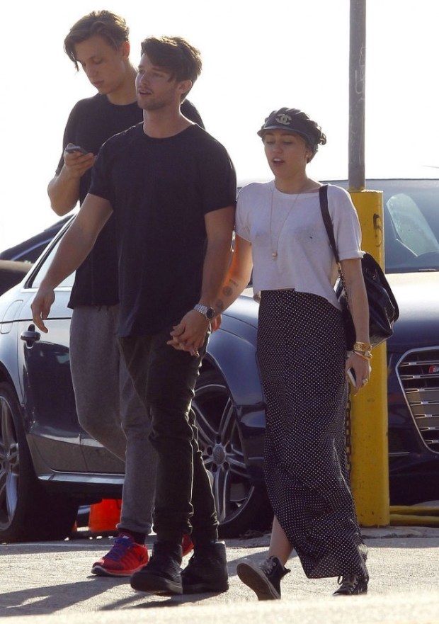 Miley-Cyrus-Patrick-Schwarzenegger-Show-PDA-Pictures-5