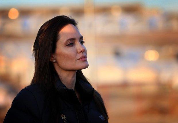 Angelina-Jolie-Refugee-Camp-Iraq-January-2015-3