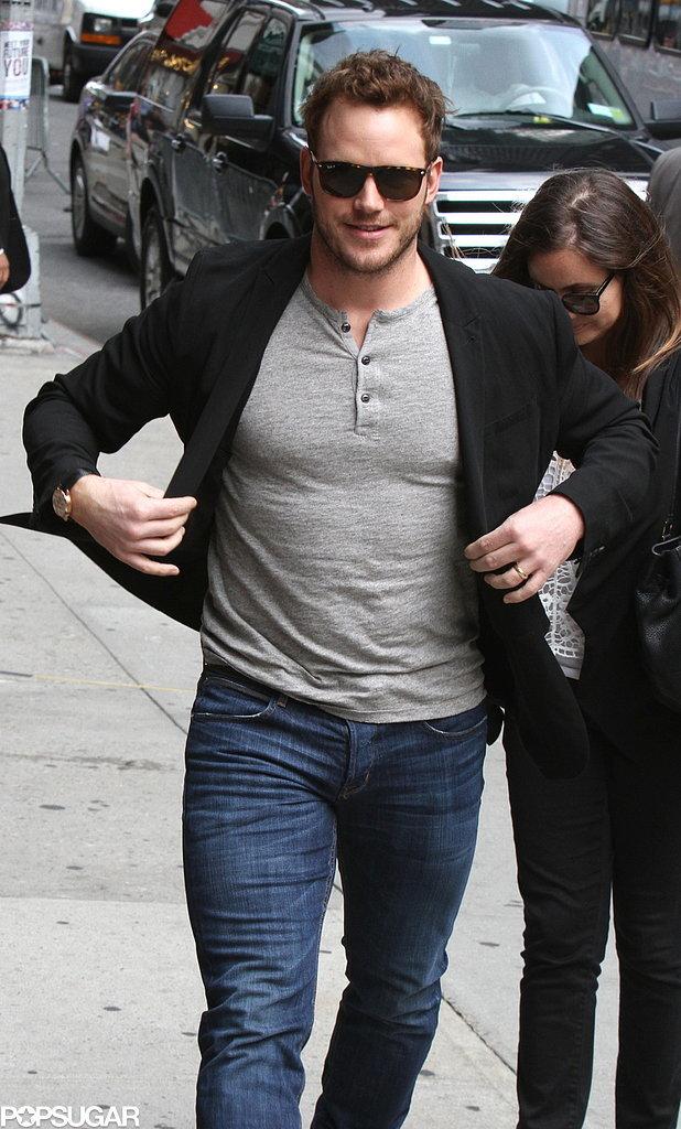 Chris-Pratt-trying-desperately-button-his-jacket-little-success