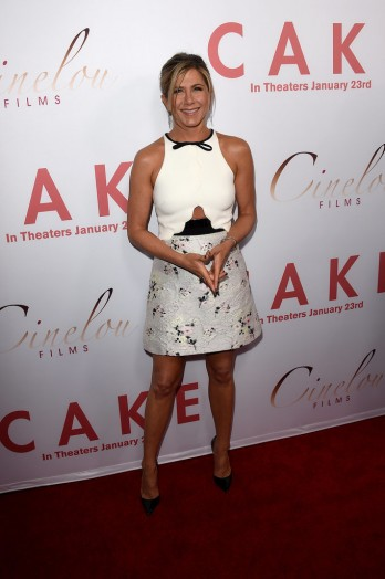 Jennifer-Aniston-LA-Premiere-Cake-Pictures10