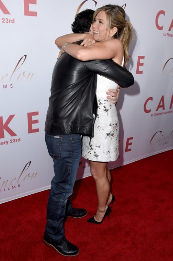 Jennifer-Aniston-LA-Premiere-Cake-Pictures5