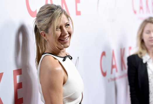 Jennifer-Aniston-LA-Premiere-Cake-Pictures6