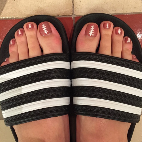 Katy-Perry-football-super-bowl-toes-toenails-2015-halftime-show