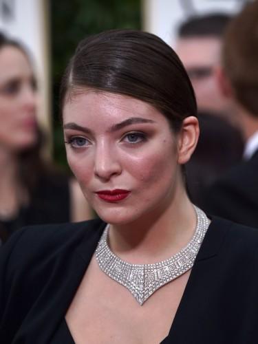 Lorde-2015-Golden-Globe-Awards-main-2-675x900