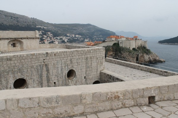 fort-lovrijenac-is-a-fortress-located-in-dubrovnik-but-what-is-it-within-the-world-of-game-of-thrones.jpg.pagespeed.ce.ELJ9iJJTcW