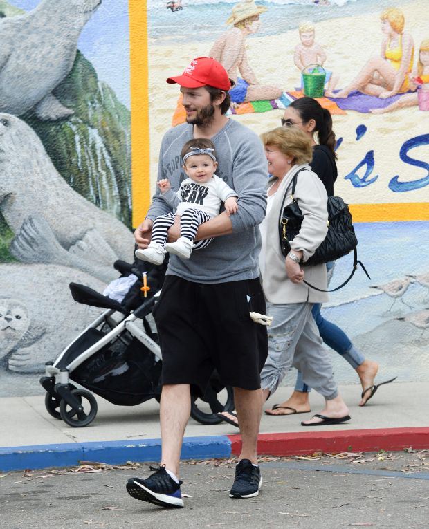 EXCLUSIVE: ** PREMIUM RATES APPLY** Mila Kunis and Ashton Kutcher spend the day in Carpenteria