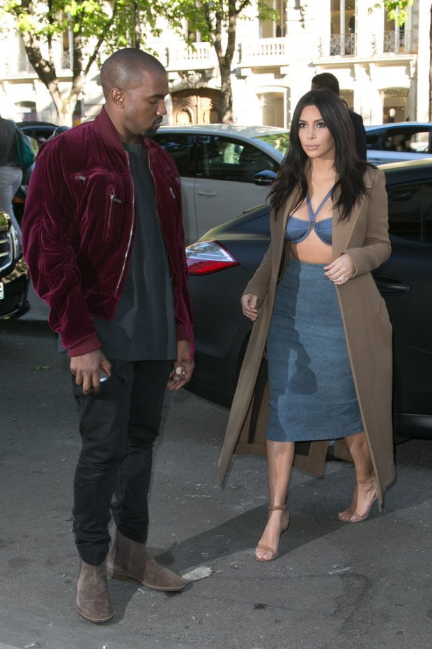 Pictures-Kanye-West-Checking-Out-Kim-Kardashian-2