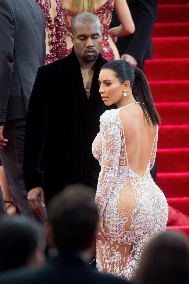Pictures-Kanye-West-Checking-Out-Kim-Kardashian-6