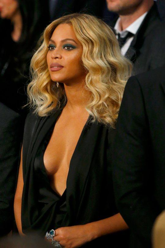 Beyonce-sideboob-okokoras-2