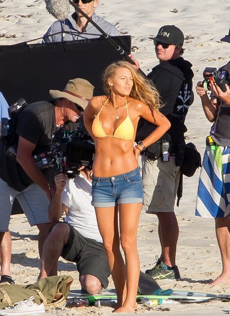 Blake-Lively-Bikini-Pictures-November-2015-1