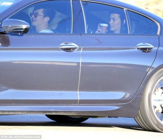 30F3FF7900000578-3436451-Celebrity_chauffeur_Orlando_Bloom_was_spotted_driving_Katy_Perry-a-9_1454888971499