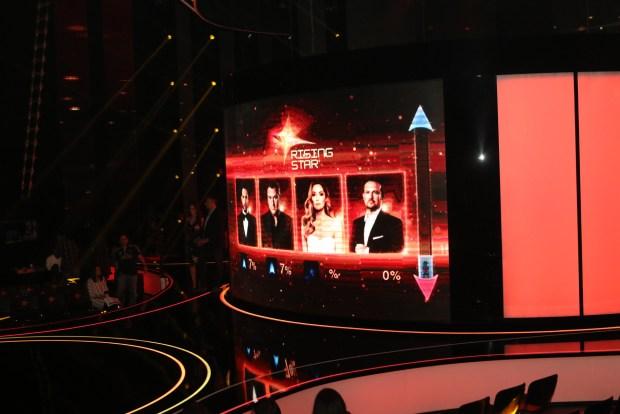 """Ο ψηφιακός Τοίχος του """"Rising Star"""" και οι 4 κριτές, Χρήστος Μάστορας, Αντώνης Ρέμος, Δέσποινα Βανδή και Κώστας Μακεδόνας"""