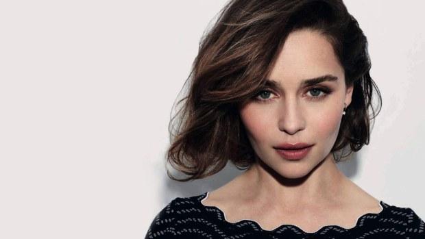 Emilia Clarke μεταμορφώνεται σε Daenerys Targaryen