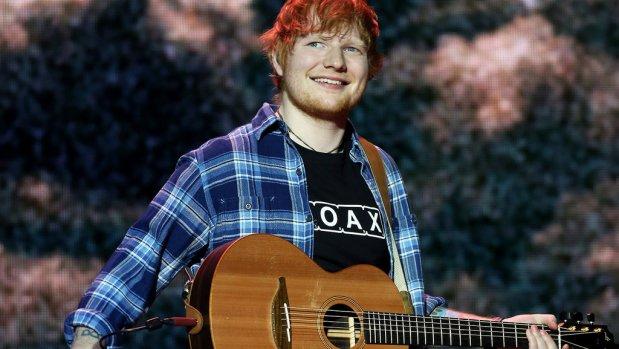 Ed Sheeran θα τραγουδήσει στα Ιταλικά