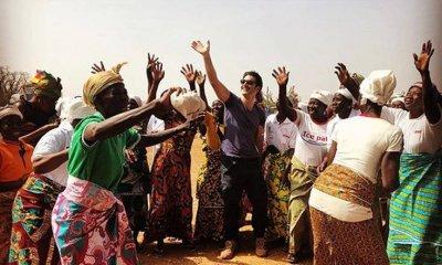 Παπακαλιάτης μαθαίνει σε παιδιά της Αφρικής