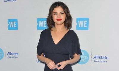 περίεργα παπούτσια της Selena Gomez