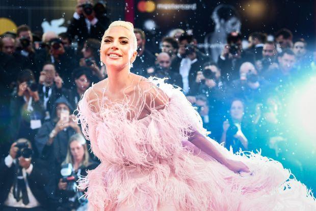 Lady Gaga αρραβωνιάστηκε