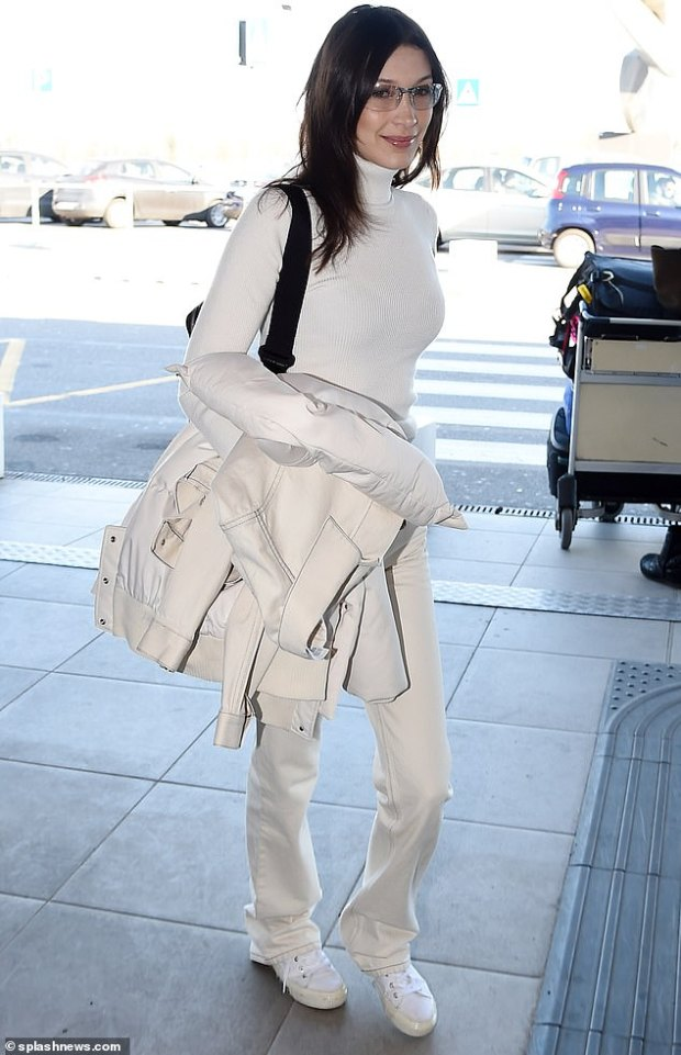 Bella Hadid μόλις προσγειώθηκε στην Αθήνα