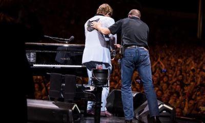 O Elton John κατέρρευσε στην συναυλία του