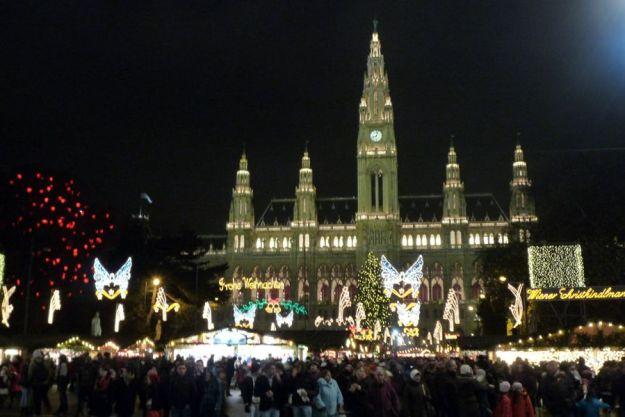 Mercado de Navidad frente al Ayuntamiento de Viena